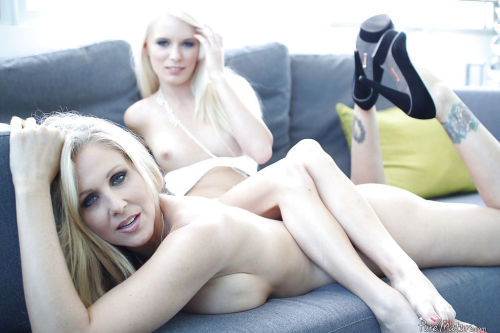 Blonde mature Julia Ann and teen Elaina Raye are having sex!
