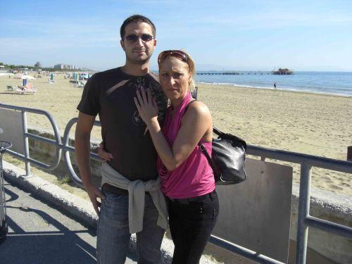 Older amateur Teresa Lynn and her guy make a homemade porno on anniversary